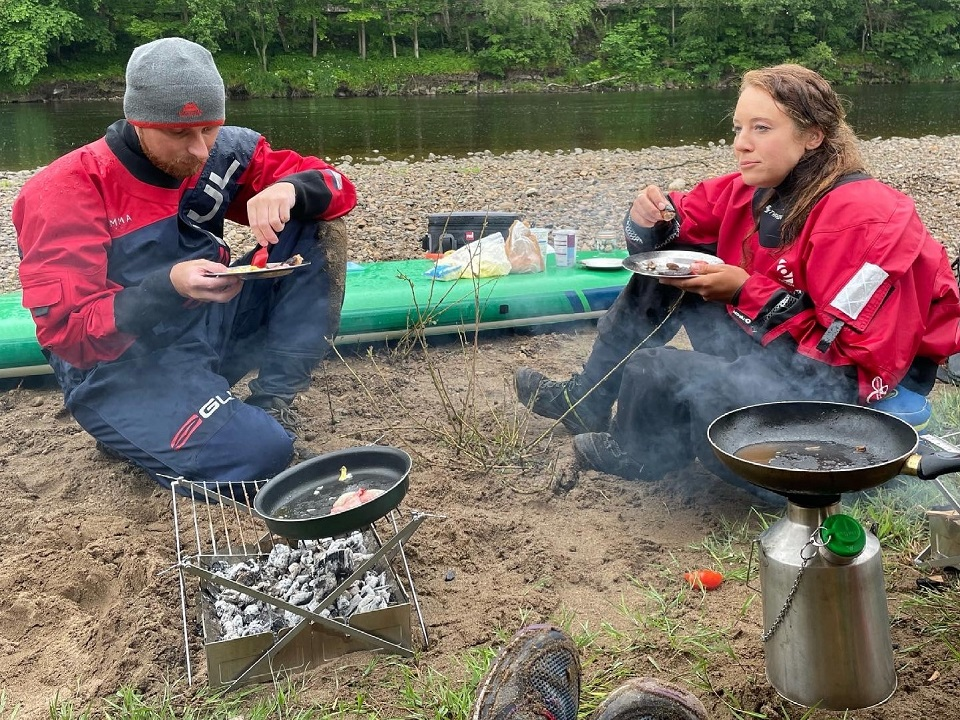 SUP Lass Paddle Adventures. With the aim of introducing paddlers and sup providers to leave no trace cooking and camping experiences.  Hexham - the River Tyne, U.K.